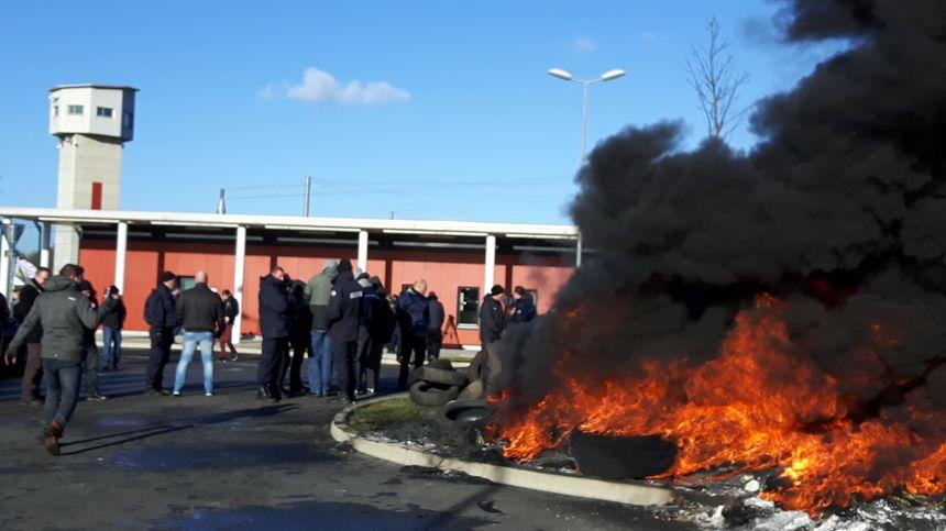 Visite sous tension à la prison de Vendin-le-Vieil pour la ministre de la justice Nicole Belloubet - Radio France
