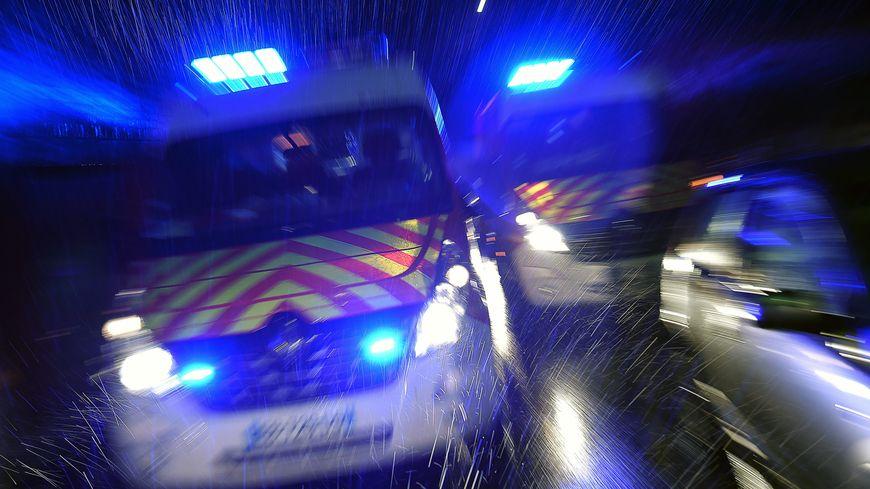 L'accident s'est produit sur une route rendue glissante par la pluie (illustration)