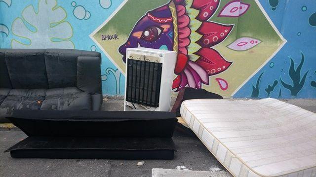 Le mobilier infecté de punaises de lit est jeté dans les rues de la Belle de Mai.