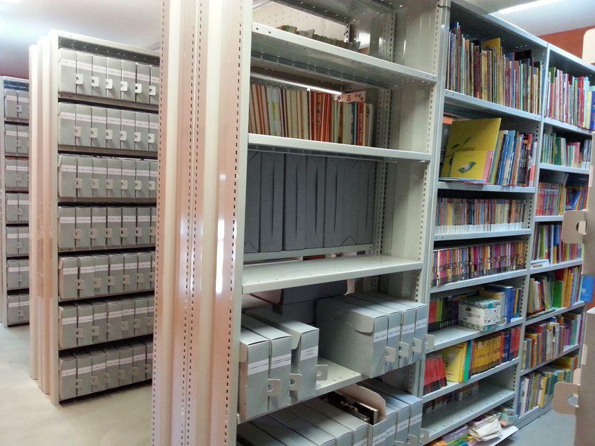 Les milliers de documents d'archives amassés par Paul Faucher sont soigneusement conservés dans une pièce dédiée à la médiathèque de Meuzac