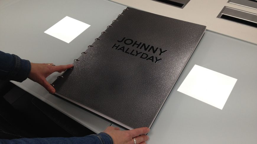 Photos Un Livre Geant De Sept Kilos Consacre A Johnny