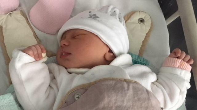 Sirine est née à 5h03 du matin