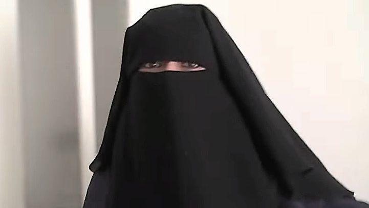 Emilie König, djihadiste française arrêtée il y a quelques jours en Syrie. Elle demanderait à être jugée en France.