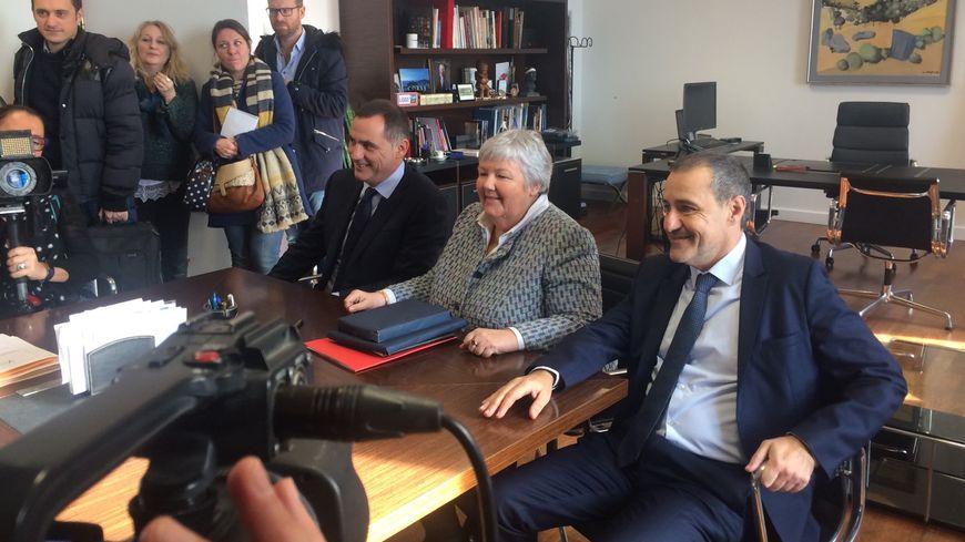 """Jacqueline Gourault, Ministre auprès du Ministre de l'Intérieur, en charge du dossier """"Corse"""" entourée de G. Simeoni et J-G Talamoni, à la Collectivité de Corse."""