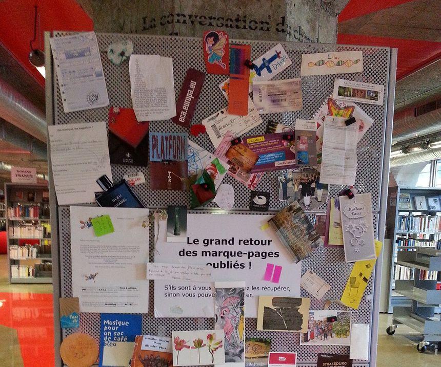 A la médiathèque Malraux, le refuge des marque-pages oubliés par les lecteurs