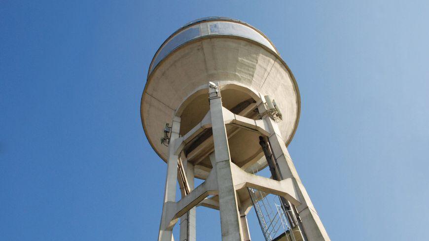 Un homme est tombé de l'antenne d'un château d'eau situé sur la commune de Sainte-Cécile.
