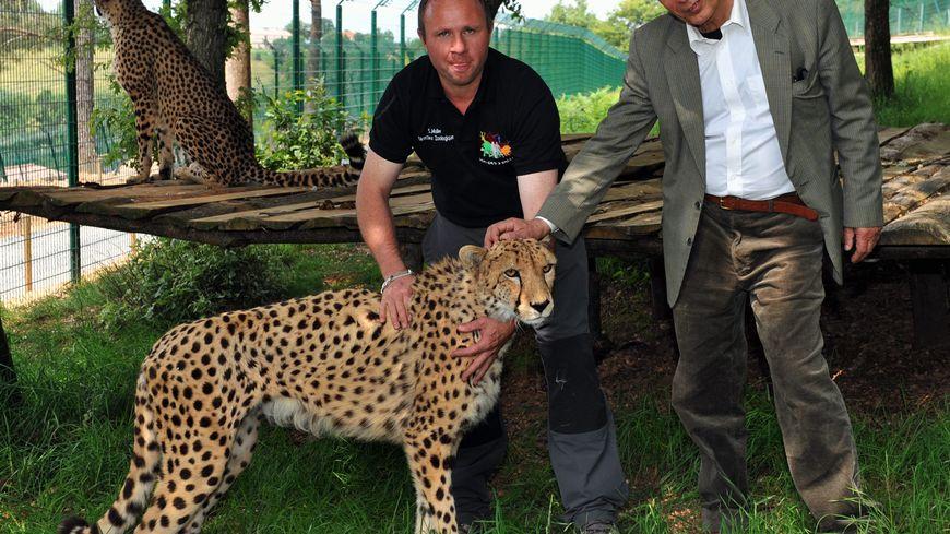 Sauveur Ferrara (à droite) nouveau propriétaire du zoo de Pont Scorff