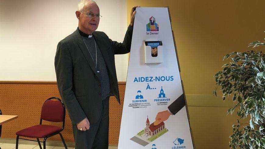 Monseigneur Pierre-Marie Carré, archevêque de Montpellier.
