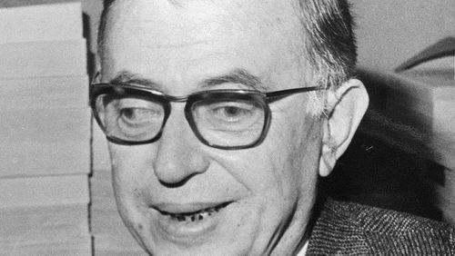 """Épisode 4 : Jean-Paul Sartre, autoportrait à 70 ans : """"L'écrivain est fait pour parler du monde tout entier en parlant de lui-même tout entier""""."""