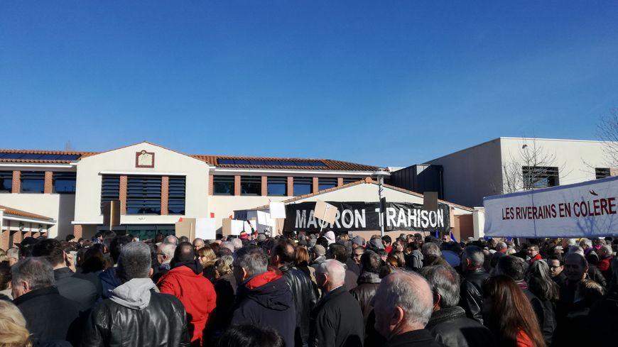 """""""Macron trahison""""', """"Le bruit tue"""", voilà les slogans que l'on pouvait lire sur les banderoles des manifestants."""