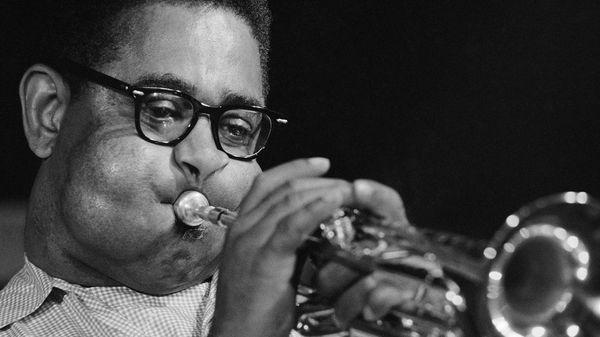 Qui était Dizzy Gillespie, le trompettiste aux grosses joues ?