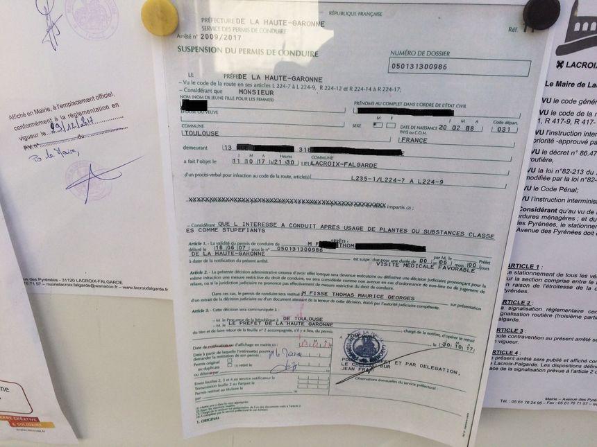 Arrêté de suspension pour conduite après usage de stupéfiants accroché à la mairie de Lacroix-Falgarde.