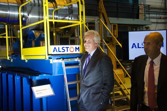 A gauche, l'ancien PDG de General Electric Jeffrey R. Immelt. A droite, le PDG d'Alstom, Patrick Kron, le 24 juin 2014, à Belfort en France.