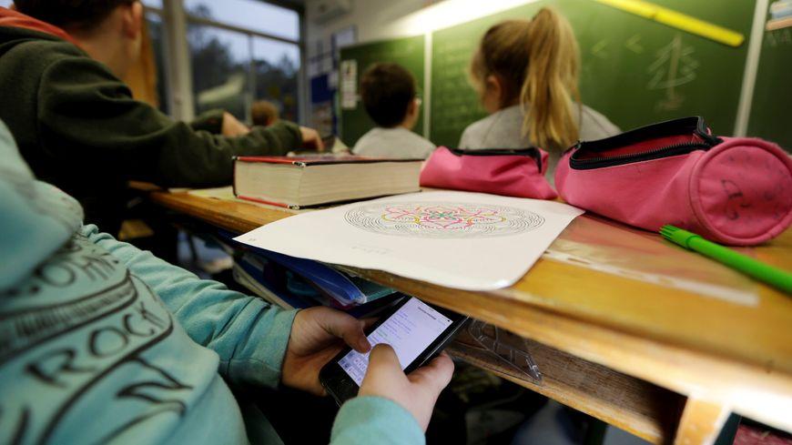 Les adolescents français passent en moyenne deux heures par jour sur les réseaux sociaux (Etude TNS Sofres)
