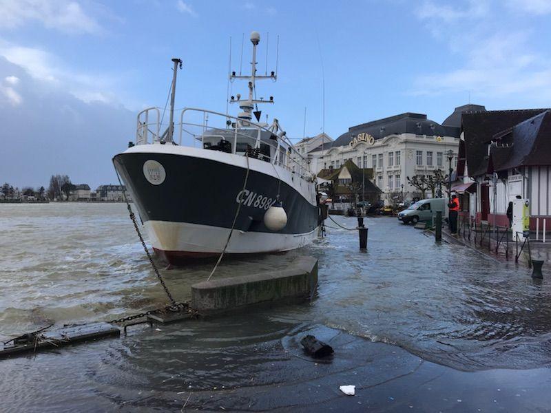 Sur le port de Trouville-sur-Mer, dans le Calvados.