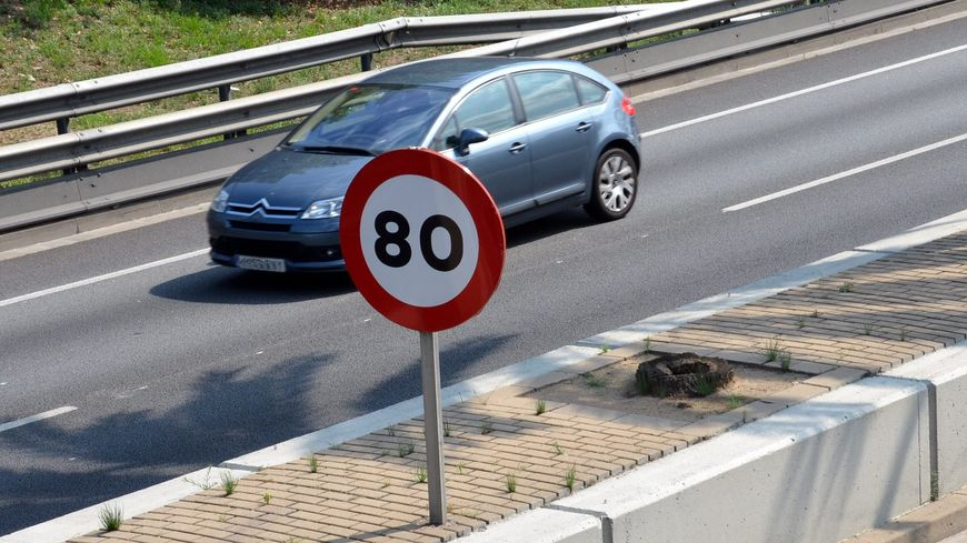 le gouvernement s 39 appr te faire passer de 90 km h 80 km h la limitation de vitesse sur les. Black Bedroom Furniture Sets. Home Design Ideas