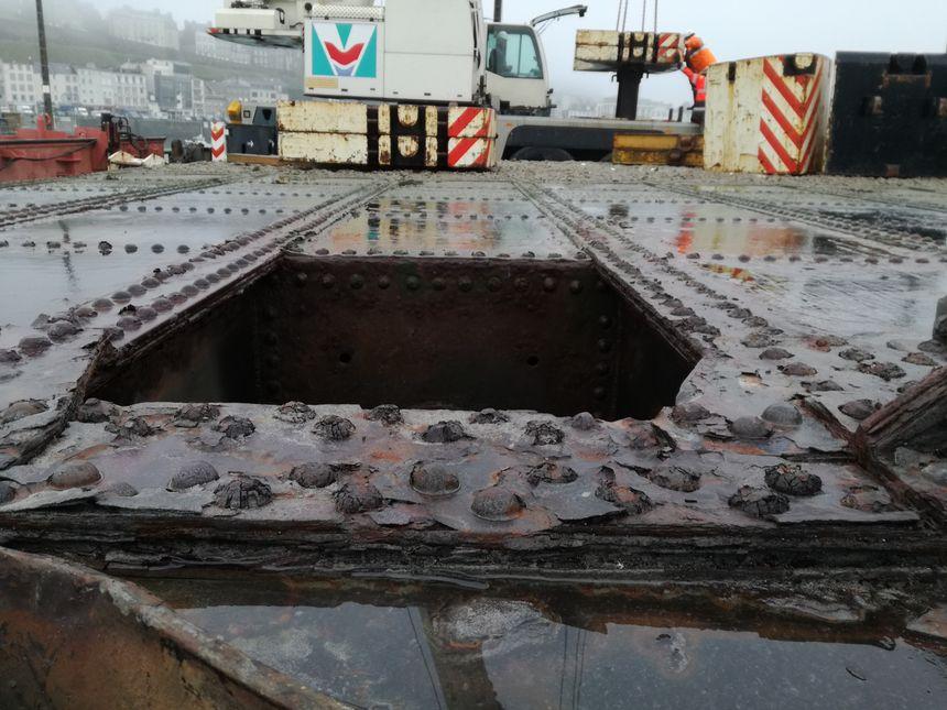 """Jean Morin du conseil départemental de la Manche : """"Ces portes fonctionnent toujours mais sont atteintes par la corrosion. Nous préférons les changer maintenant, plutôt que d'attendre une éventuelle panne."""""""