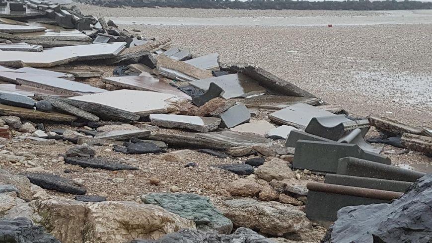 Une cinquantaine de mètres de la digue Wimereux ont été lourdement endommagés par la tempête.