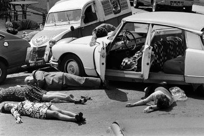 Mazamet 1973, les habitants manifestent pour prévenir des dangers de la route. En 1972, on comptait 16 545 morts par accidents routiers, ce qui équivalait à la population de Mazamet à l'époque.