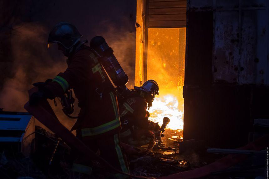 Les marins-pompiers ont lutté contre des flammes impressionnantes