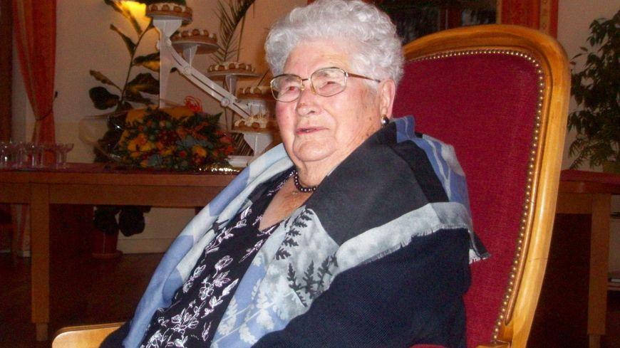 Alice lors de son centenaire qu'elle avait fêté avec toute sa famille il y a neuf ans.