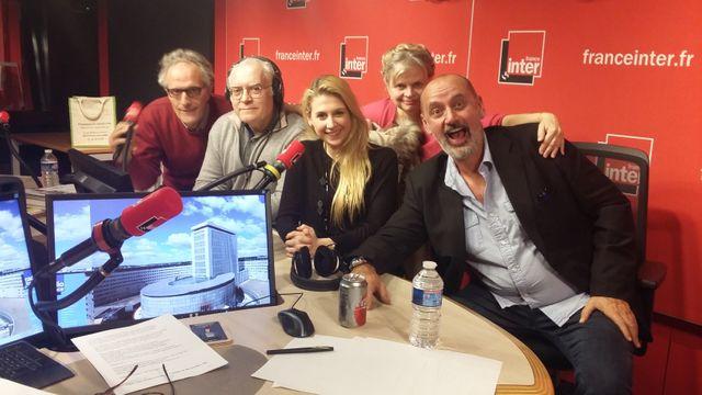Vous Les Femmes, de gauche à droite : Hervé Pauchon, Albert Algoud, Laura Laune, Isabelle Nanty, Daniel Morin
