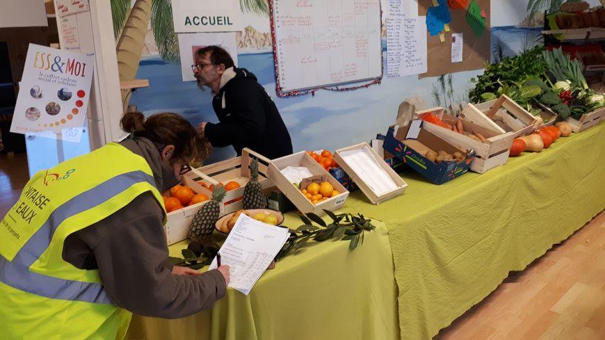 Les adhérents assurent le fonctionnement du supermarché dont ils sont aussi les clients