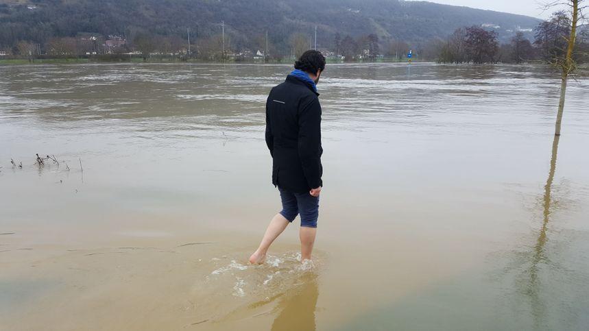 En cas d'inondations ou de crue de la Seine, évitez de vous engager à pied ou en voiture sur une voie inondée.
