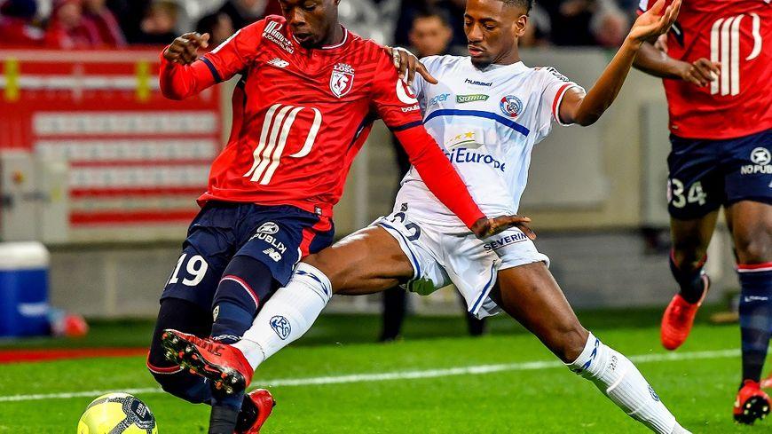 Da Costa pris par le défenseur lillois.