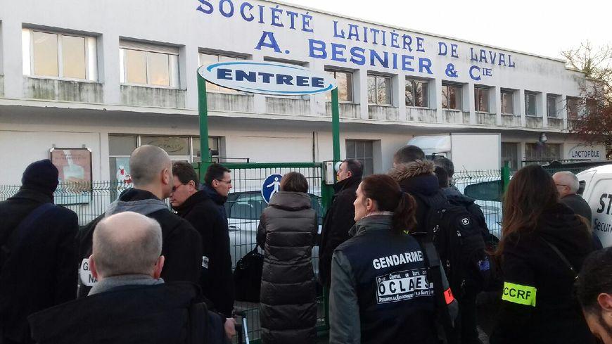 Prquisitions au siège de Lactalis à Laval