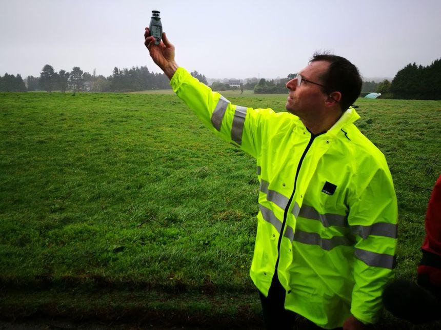 Alain Despas, technicien d'Orange, mesure les rafales de vent
