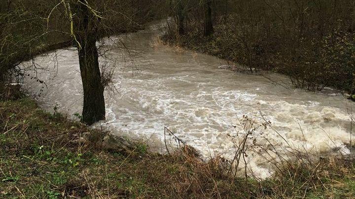 A la Bezonde, le niveau de la rivière monte depuis plusieurs heures.
