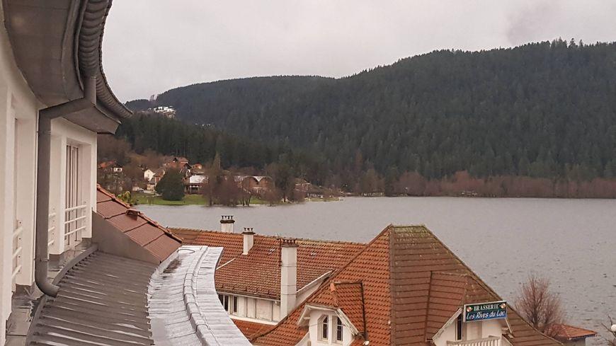 Le lac de Gérardmer depuis l'hôtel Beau Rivage.