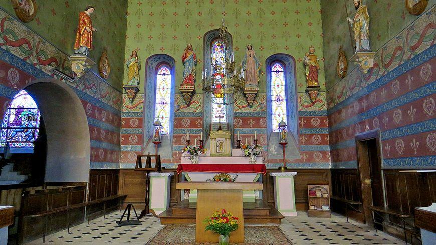 L'intérieur de l'église de Saint Chartier