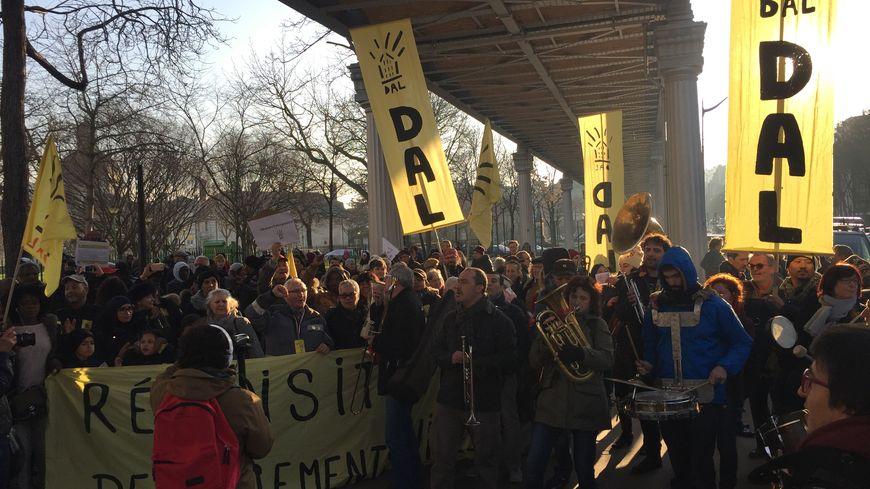 Marche du DAL dans le 13e arrondissement de Paris