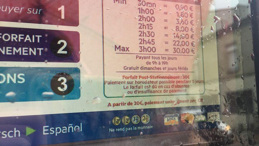 """L'amende de 17 euros a été remplacée par un """"forfait post-stationnement"""" qui coûte entre 30 et 35 euros."""