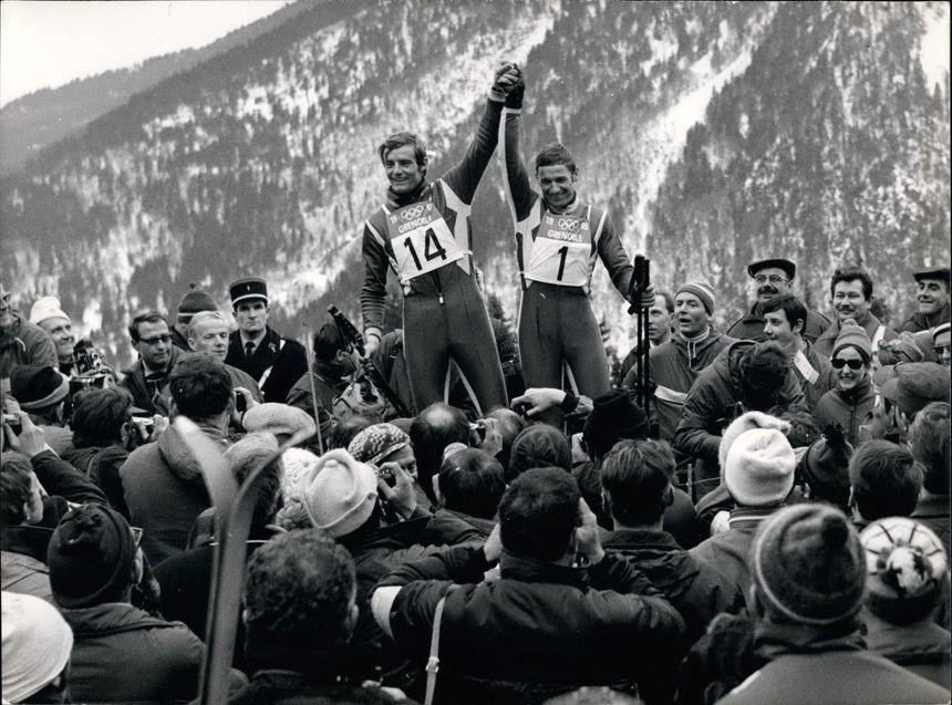 Jean-Claude Killy et Guy Périllat après leur victoire en descente, le 9 février 1968, à Chamrousse.