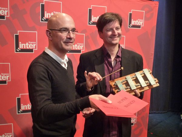 Nicolas Stoufflet, Yann Pailleret et le célèbre métallophone responsable du « ding ding ding » du Jeu des 1000 euros