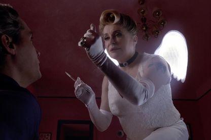Catherine Deneuve dans Belle à croquer, pour My French film festival
