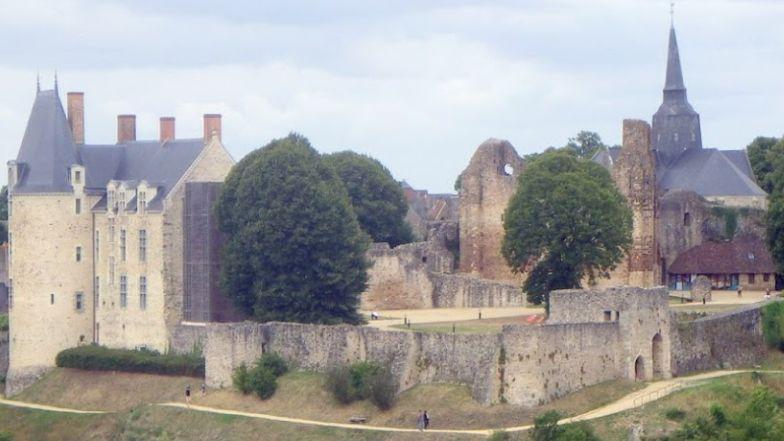 Le château de Ste-Suzanne