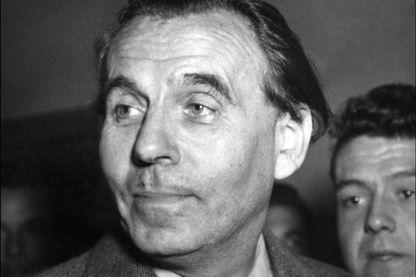 Portrait daté du 12 octobre 1951 à Paris de l'écrivain Louis-Ferdinand Céline alors qu'il se rendait au Palais de Justice pour y déposer une plainte en faux contre les éditions Julliard.