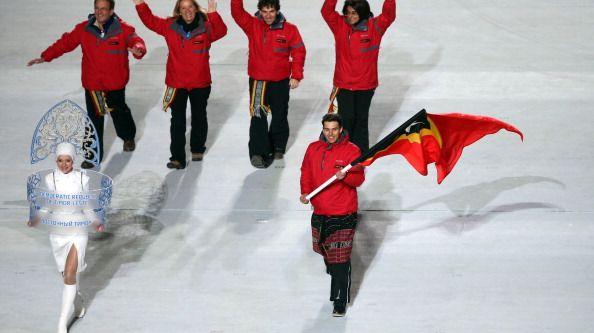 Le skieur Yohan Goutt Goncalves et la délégation du Timor-oriental lors de la cérémonie d'ouverture des JO de Sotchi en 2014