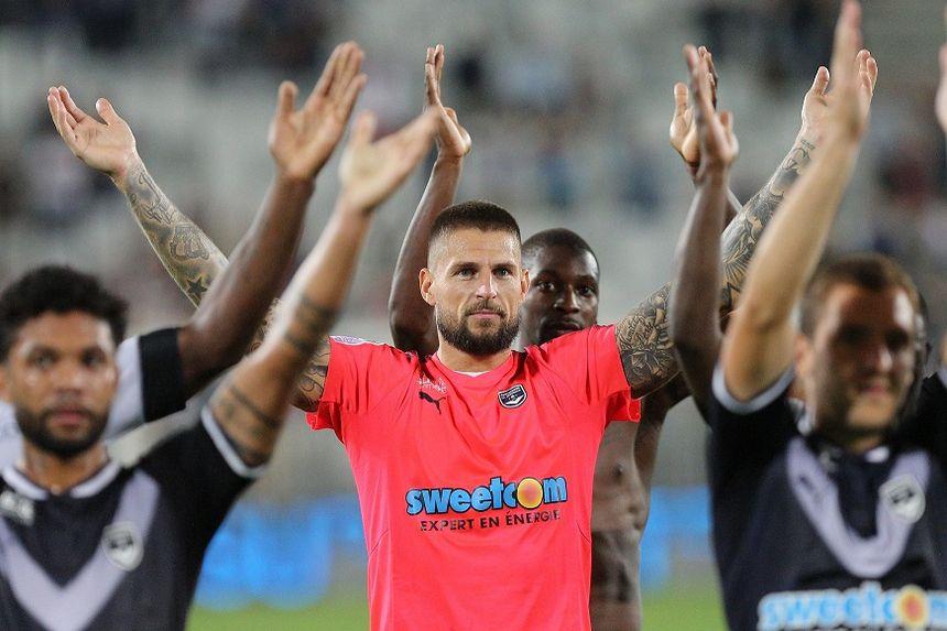De nouveau capitaine face à Lyon, Benoit Costil donnerait cher pour un clapping, synonyme de victoire dimanche.