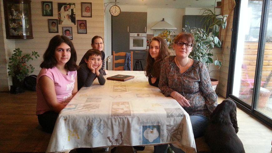 une famille avec cinq enfants craint de voir sa maison. Black Bedroom Furniture Sets. Home Design Ideas