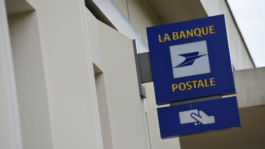 L'agence de la Poste à Brécey dans la Manche a été attaquée avec un engin de chantier