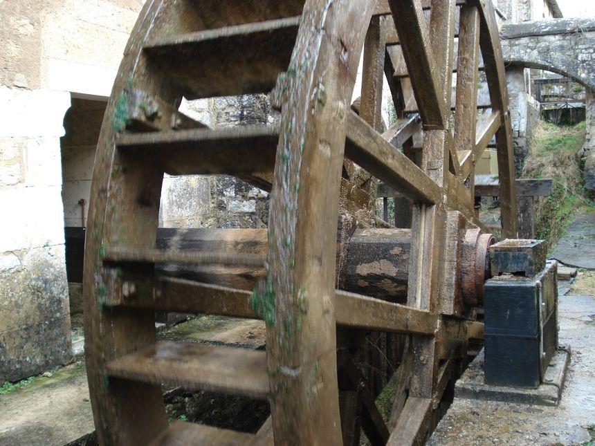 La roue à aubes redonne vie à l'ancienne forge des moines