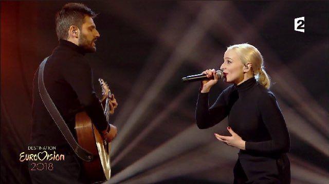"""Le duo Madame Monsieur interprète """"Mercy""""."""