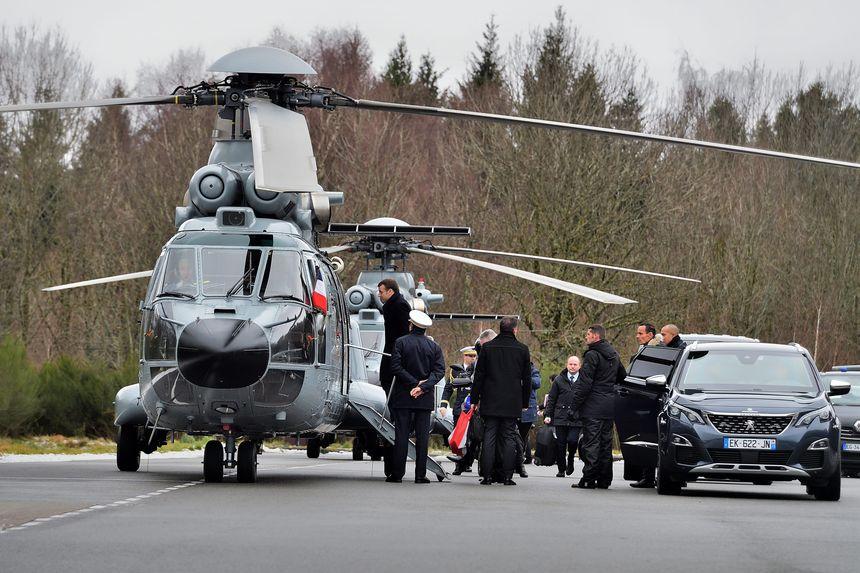 Départ d'Emmanuel Macron pour le Lac Chauvet
