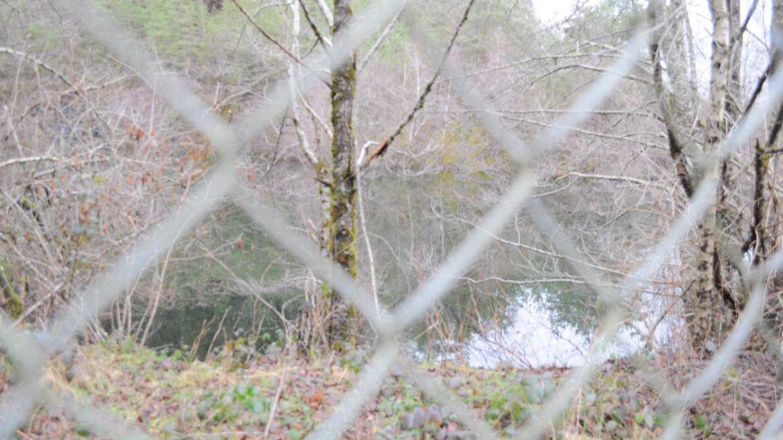 L'eau a fortement montée dans l'ancienne mine à ciel ouvert de Laporte lors des récentes fortes pluies.