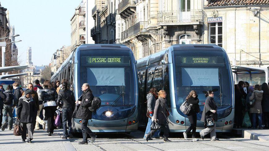 La station de tramway de la place de la Victoire, à Bordeaux - illustration -